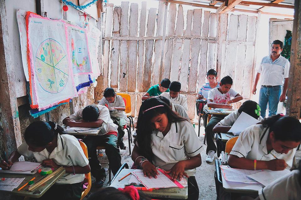 Uno de cada 10 niños indígenas falta con frecuencia a la escuela